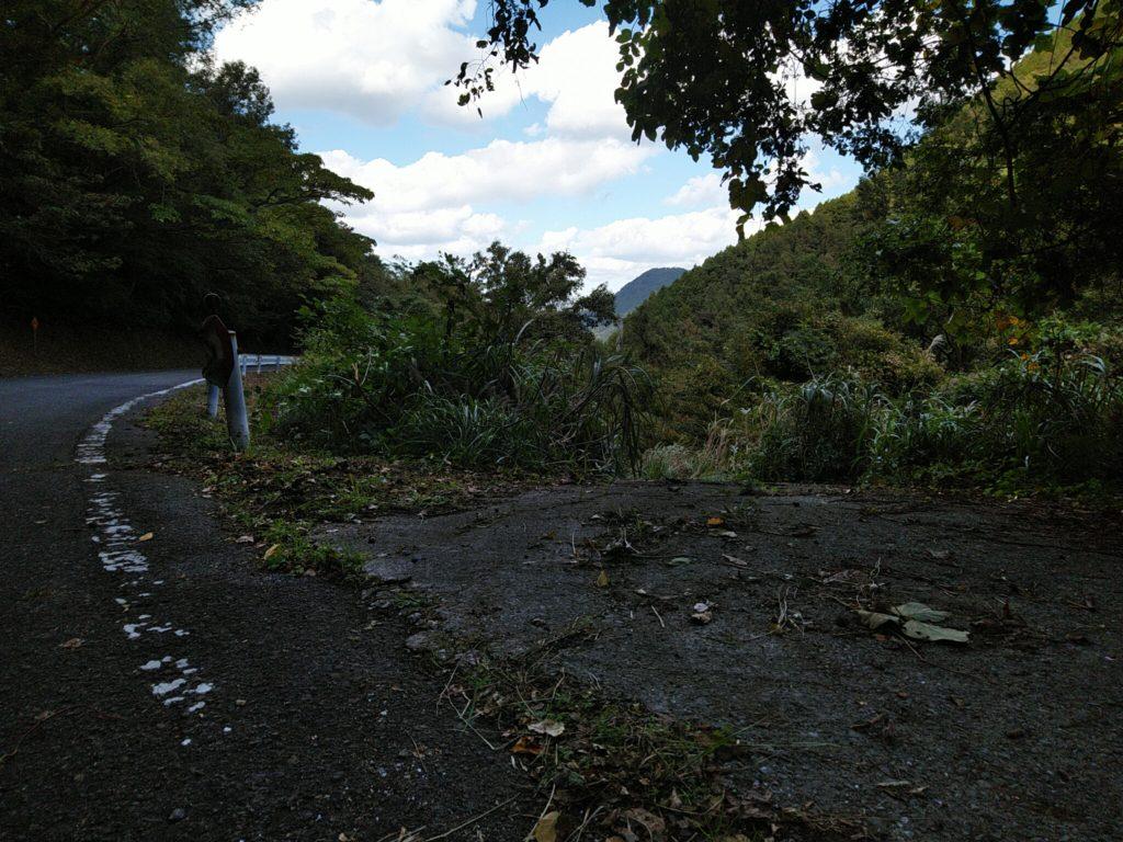 林道への道