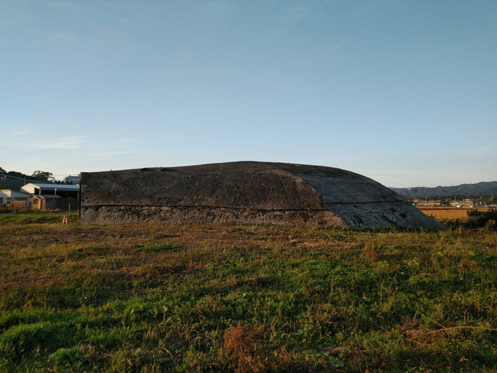 高上の掩体壕横画像