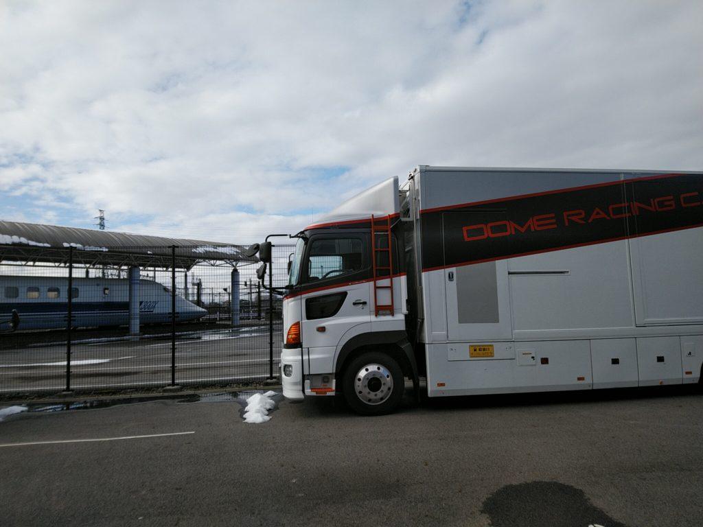 『童夢トラック』と『300X』のコラボ